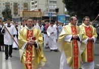 У Житомирі католики урочистою ходою відзначили свято Святих Тіла і Крові Христа (фото)