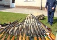 На Житомирщині міліціонери вже вдруге наполегливо вимагають від населення добровільно здати зброю...