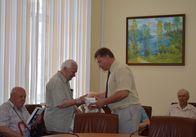Житомирским ветеранам вручили цифровые слуховые аппараты