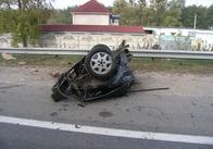 Подробиці трагедії під Житомиром. 6 людей загинули в одній машині. Чотири чоловіки вилетіли на дорогу, де їх переїхали зустрічні машини