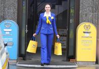 """Житомирська """"Укрпошта"""" дарує чоловікам можливість привітати жінок на 8-ме березня"""