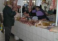 Работники мясного павильона на Житнем рынке приостановили торговлю в знак протеста нововведений Кабмина