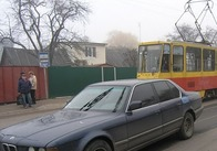 """В Житомирі на трамвайній зупинці в районі верхньої Польової """"Беха-сімка"""" збила 9-річного хлопчика"""