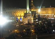 Одним днём не обойдется: митингующие заночуют на Майдане и разобьют палаточный лагерь. В то же время суд поставил акцию на майдане вне закона...
