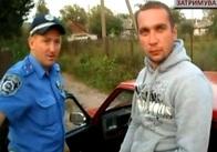 Под Житомиром пьяный водитель устроил драку с ГАИшником: видео