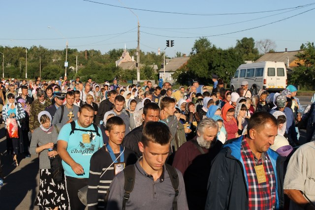Общество: Крестный ход из Житомира в Киев прошёл без провокаций